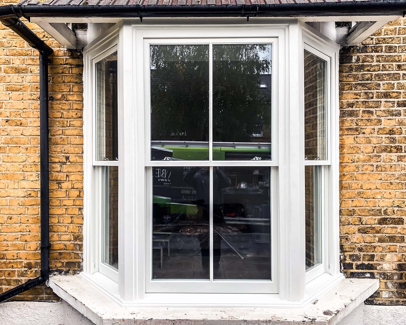 Bay window with timber vertical sliding sash windows