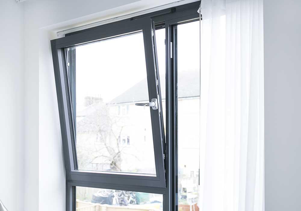 SL38 Tilt And Turn Aluminium Windows